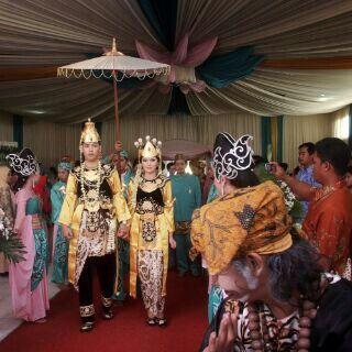 Indonesia wedding , tradisional mahkota binokasih ,sumedang larang jawa barat  #weddingdecor #wedding #indonesiawedding #upacaraadat #ceremonywedding by #royalewedding #indonesia #bandung cp 7DC5673F