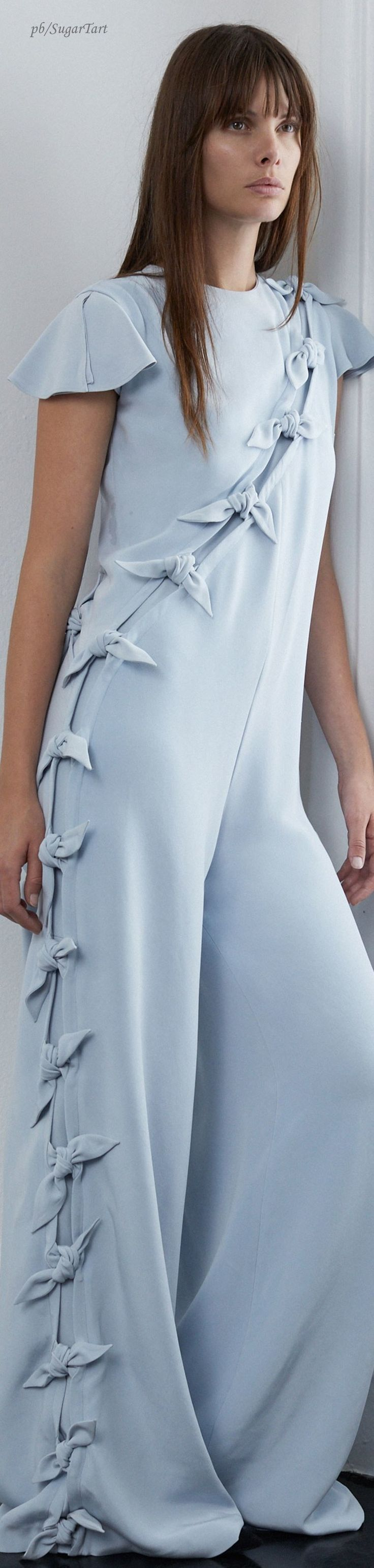 Lein – Fall 2018 Bridal – I'd do a dress. Maybe 2 tone it. And give it longer sleeves. Stretch silk maybe. And V neck. – Tonie Green