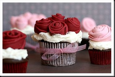seriously so pretty!!Valentine'S Day, Valentine Day, Cupcakes Design, Wedding Cupcakes, Red Roses, Flower Cupcakes, Rose Cupcakes, Valentine Cupcakes, Cupcakes Rosa-Choqu