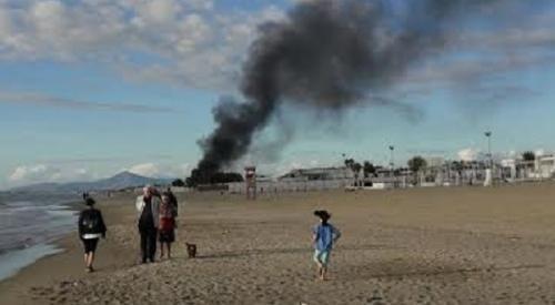 Campania: #Litorale #domitio  #brucia uno stabilimento balneare. Paura per decine di persone presenti... (link: http://ift.tt/2ehbBtn )