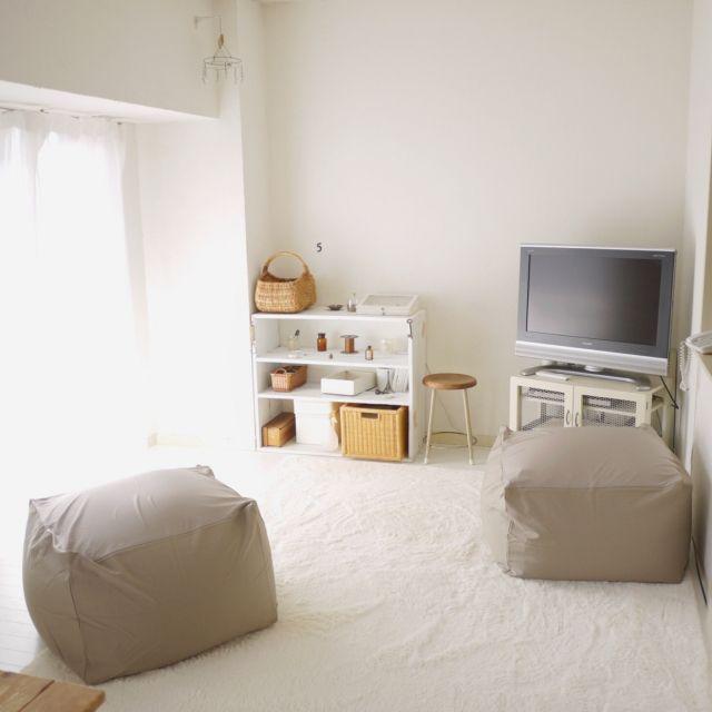hiro-hvさんの、リビング,ラグ,白,珪藻土,ホワイトインテリア,白い部屋,ラグマット,ふわふわ,体にフィットするソファ,持たない暮らし,珪藻土の壁,リネンのカーテン,床もペイント,持たずに暮らしたい,のお部屋写真
