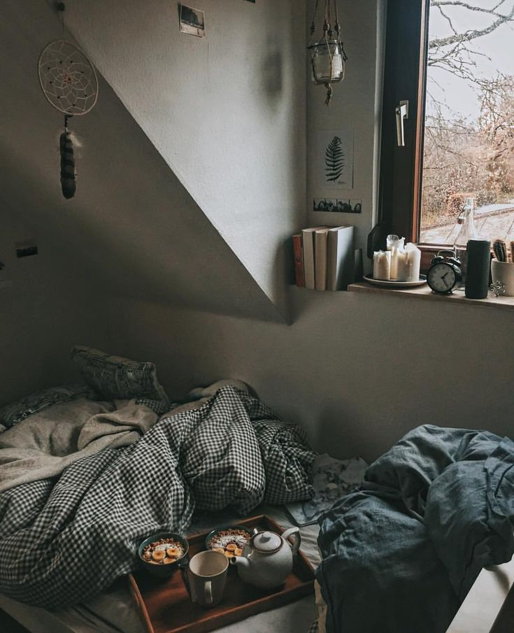 "90 Likes, 2 Comments - T o b i (@by.tobi) on Instagram: ""sundays at home with music, food and Netflix ☁️☕️ #home #cozy"""