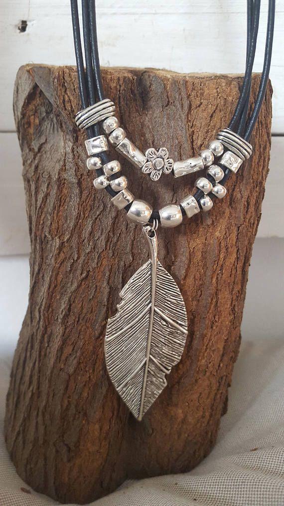 Collar de cuero de la contraparte grande pluma, colgante de plumas, Boho, gitano, collar de cuero de mujer