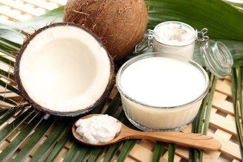 Kookosöljy on hyvin monikäyttöinen tuote, jota voidaan käyttää kauneudenhoidossa, ravinteena sekä jopa sairauksien torjumiseksi.