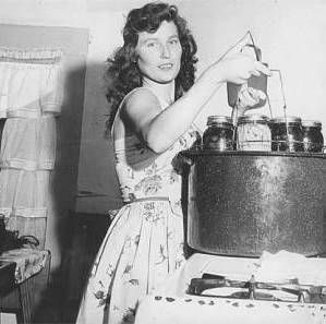 Loretta Lynn earns 17 blue ribbons for canning at the NW Washington State Fair-1958.