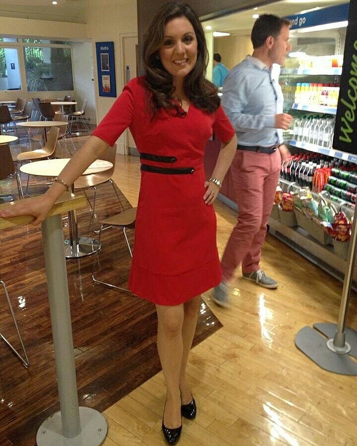 TV Presenter Laura Tobin 5'4 wearing her Jeetly Sienna dress #petite #fashion #workwear #tailoring #styleinspiration #confident #classy #chic #businesswomen #ootd #instadaily #PetiteStyle #PetiteFashion #red #dress #powerdress #weartowork #bossladies #corporate #fashionista