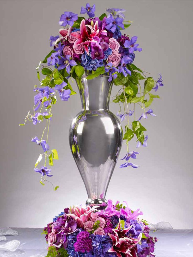 Maybe something like this but with sunflowers, and a tall clear vase. I like the flowers on the top and bottom