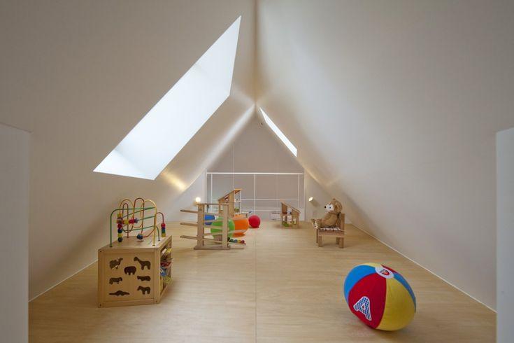 Casa River Side, em Suginami, Tóquio, Japão. Arquitetura: Atelier de Arquitetura Mizuishi.  Fotografia: Hiroshi Tanigawa.