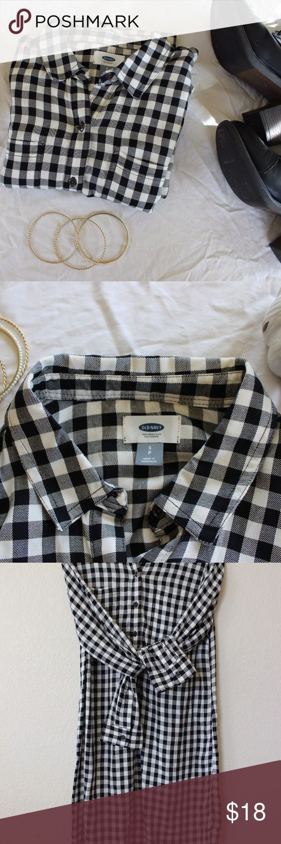 Old Navy Gingham Shirt Dress NWOT Beautiful gingham checked black and white shirt dress from Old Navy! Would look perfect for Autumn/Fall and Winter. With split side details. This dress is brand new w/o tags!  Hits at knee. Old Navy Dresses Midi