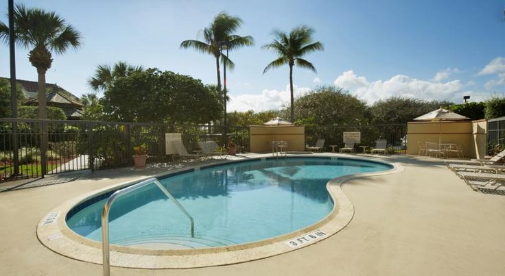 Hampton Inn Juno Beach Juno Beach Within walking distance of the beach and near many recreational activities, including fishing charters, this Juno Beach, Florida hotel features a free daily hot breakfast buffet and spacious guestrooms.
