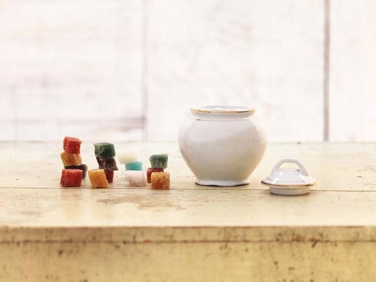 Zuccheriera prodotta dal marchio Verbanum Stone S. C. I. Laveno. Società Ceramica Italiana nata nei primi del '900. In buono stato.