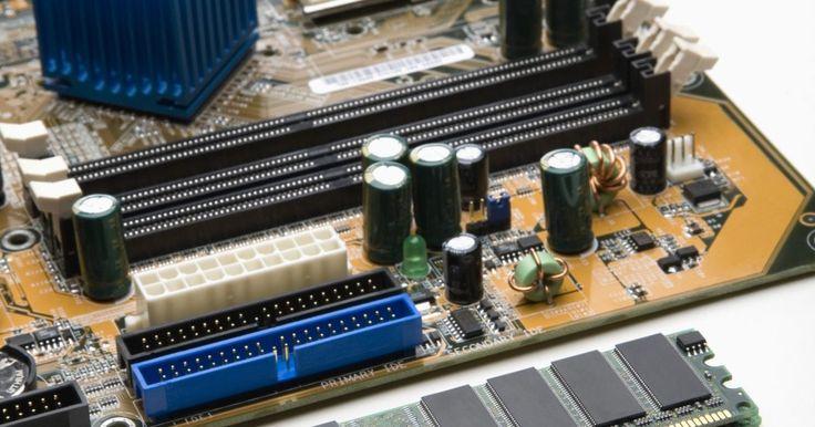 Procesadores de cuatro núcleos. Las computadoras modernas de escritorio constan de un procesador que acopla múltiples núcleos capaces de procesar datos de forma independiente. Los procesadores de cuatro núcleos permiten que estos sean diseñados para mejorar el proceso multitarea. Los procesadores de escritorio modernos incluyen dos, tres, cuatro y seis núcleos de procesamiento. ...