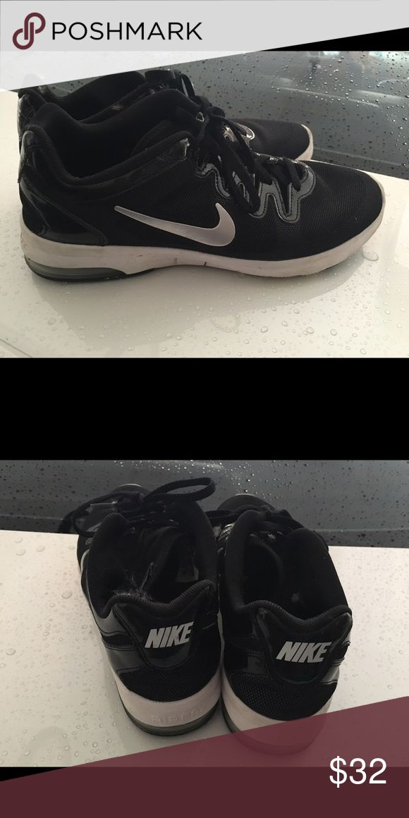 Nike size 8.5 (women's) cross training shoes Like new condition, barely worn. Willing to take offers Nike Shoes Sneakers