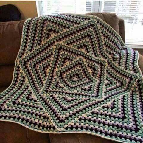 Aparte granny - Love the look of this blanket!