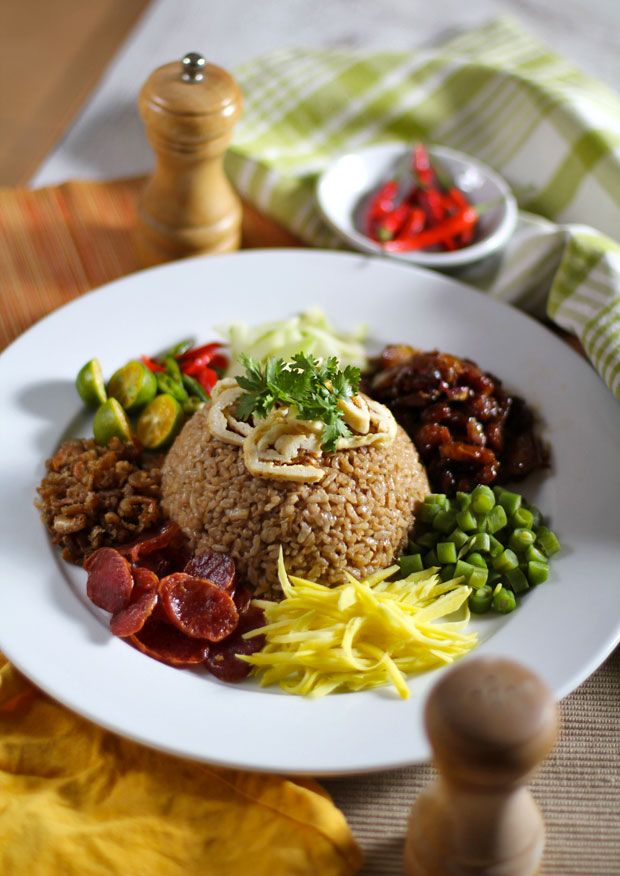 Khao Kluk Kapi (Fried Rice with Shrimp Paste) - ข้าวคลุกกระปิ