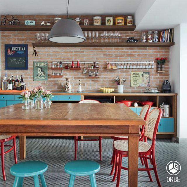 Cocina de estilo Vintage, con pared revestida en ladrillo común. Todo disponible con Orbe estudio de arquitectura y diseño. facebook.com/ORBEARQ