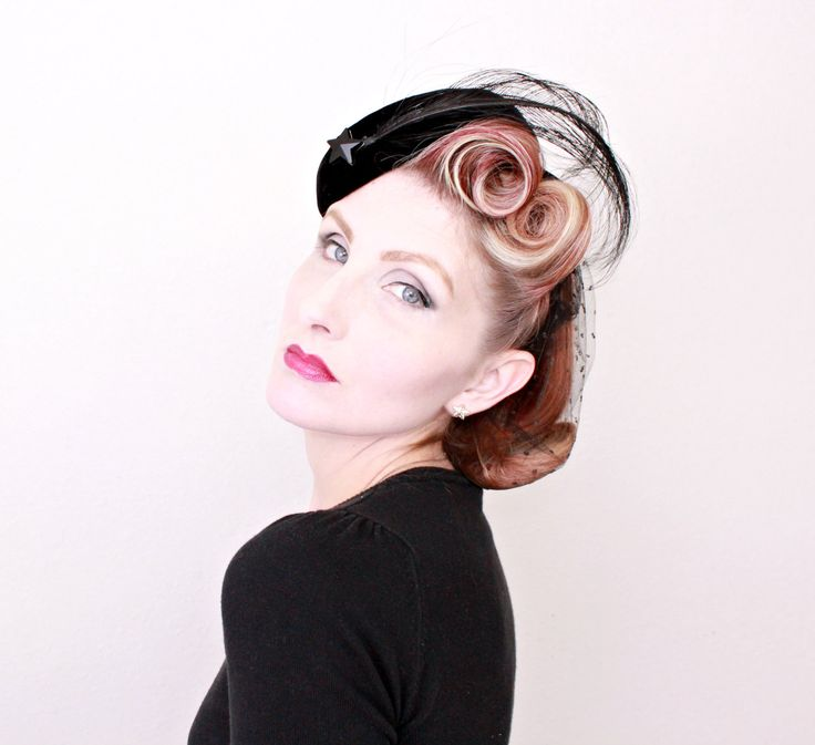 1950s Hat / VINTAGE / 50s Hat / Shooting Star / Feathers / Black Velvet / Widows Peak by HighHatCouture on Etsy