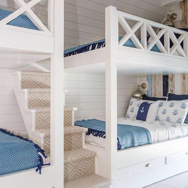 Bunkroom goals! Absolutely loving the custom railing on these bunkbeds. Reposting from @homebunch ⭐️ @shumanmabeinteriors. #Photography: @jessiepreza ⠀ .⠀ .⠀ .⠀ .⠀ #beautiful #beautifulhomes #HomeBunch #coastalinteriors