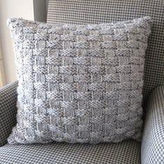 Tricotar um travesseiro simples de Basketweave para aquecer sua casa