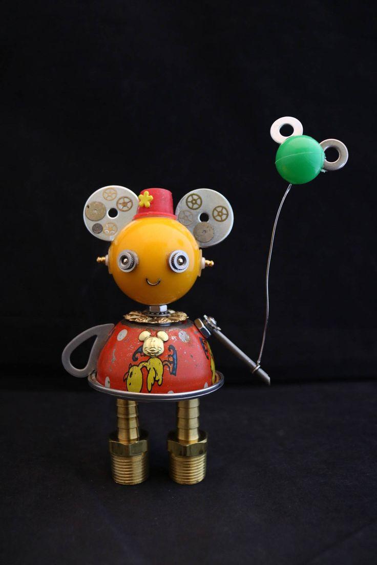 Disney meisje Bot  gevonden object robot sculptuur assemblage
