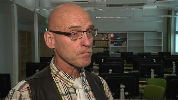 Sähköiset ylioppilaskirjoitukset tietävät lukiolle haasteita, Lyseonpuiston lukio rehtori Jorma Hämäläinen sanoo.