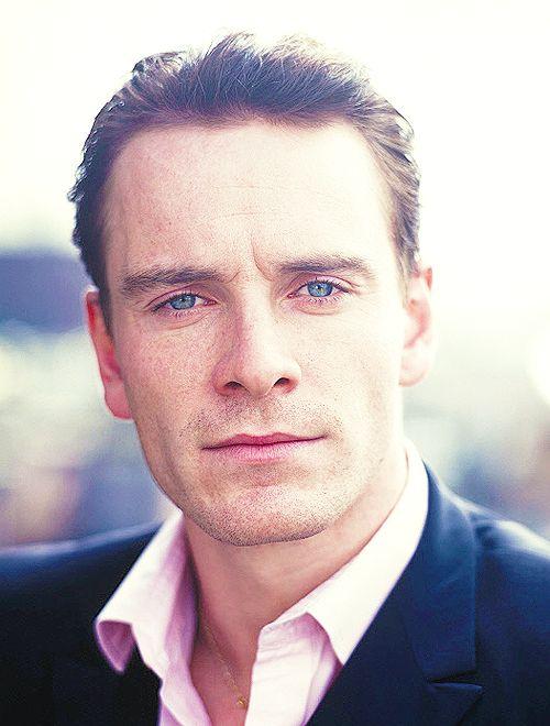 Este actor, muy talentoso por cierto, es una auténtica belleza masculina, un deleite para la vista... y desde chiquito.