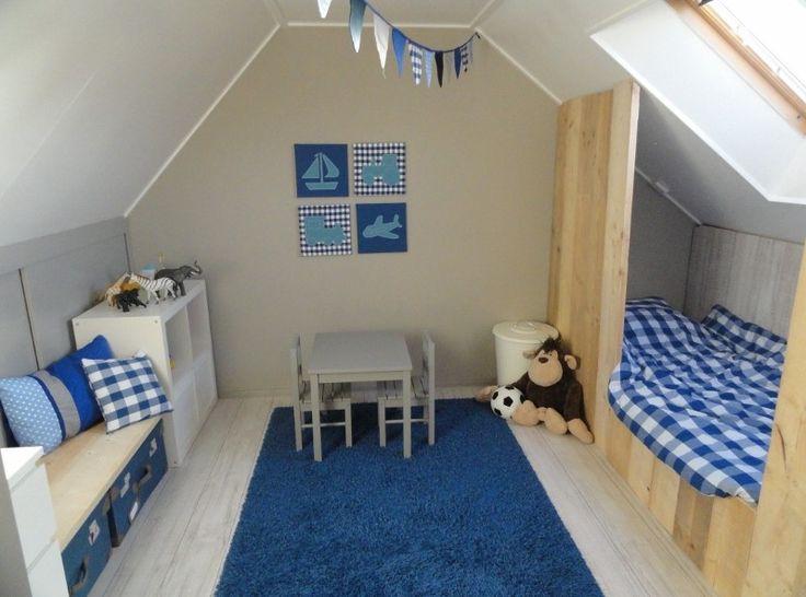 Leuk idee voor een bed op de zolder bedstee babykamer kinderkamer children kids room nursery