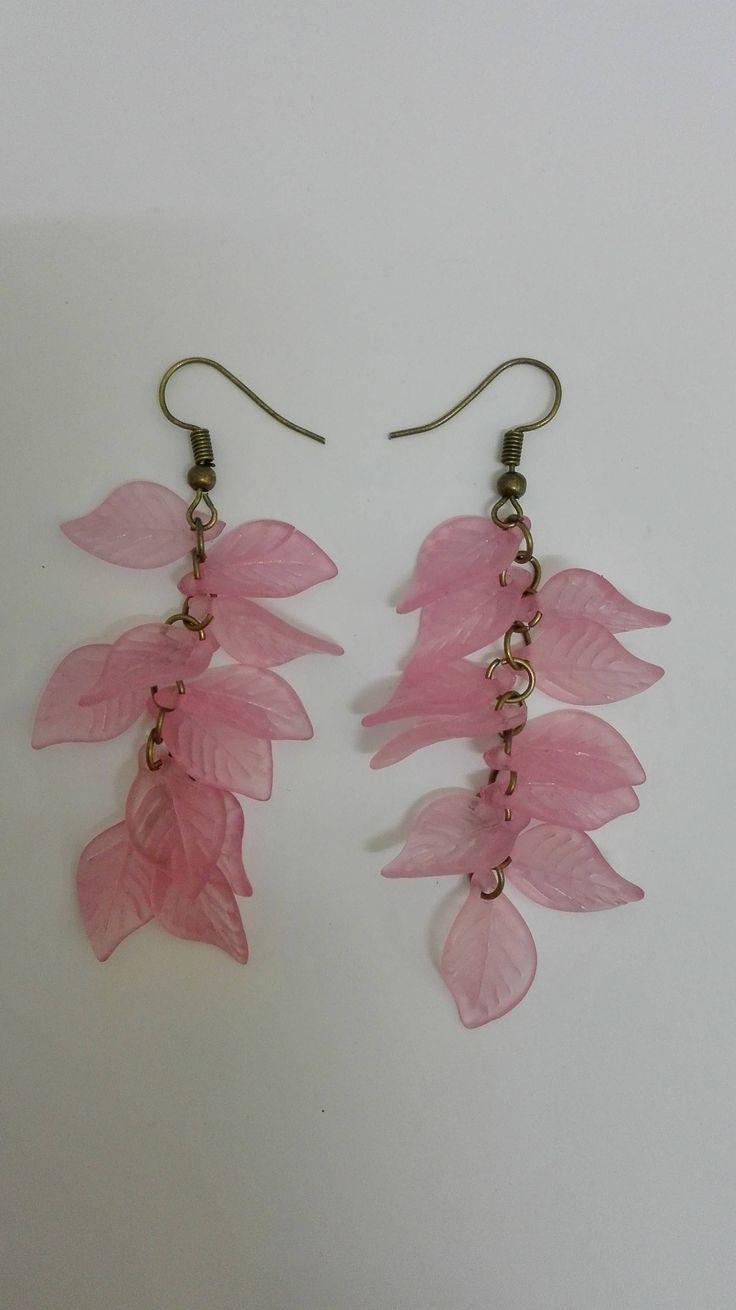 Boucles d'oreilles pendantes grappes- bronze- perles feuilles roses -7.5cm de la boutique DeessesEtNymphes sur Etsy