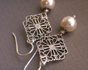 Parel oorbellen, Swarovski Crystal parels, verouderde zilver filigraan zilveren oor draden