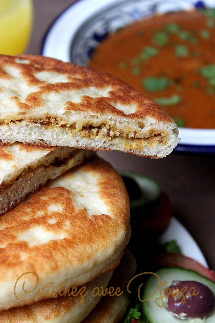Recette de beignets turcs salés à la viande hachée cuits à la poêle. Une pâte facile façonné en forme de galette plate ronde et fourrée. Bien dorés