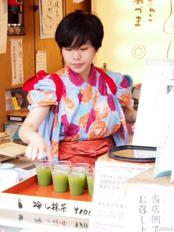 Japan, Tokyo, Asakusa: a juice seller