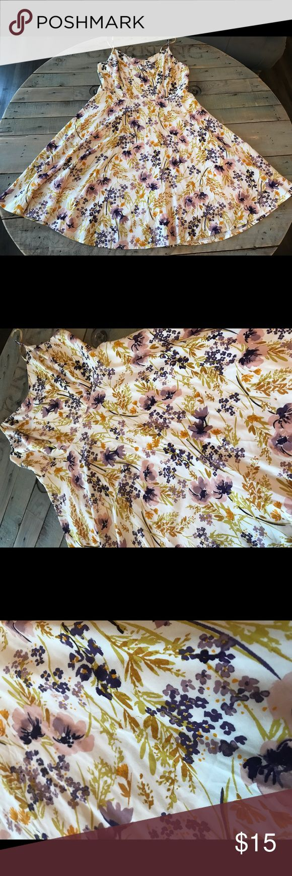 Women's Floral Old Navy dress empire waist size M Pre owned and gently used  Beautiful Floral print  Old Navy women's dress  Size Medium Empire waist  No rips or stains Arm pit to arm pit 16 inches, 31 inches long Old Navy Dresses
