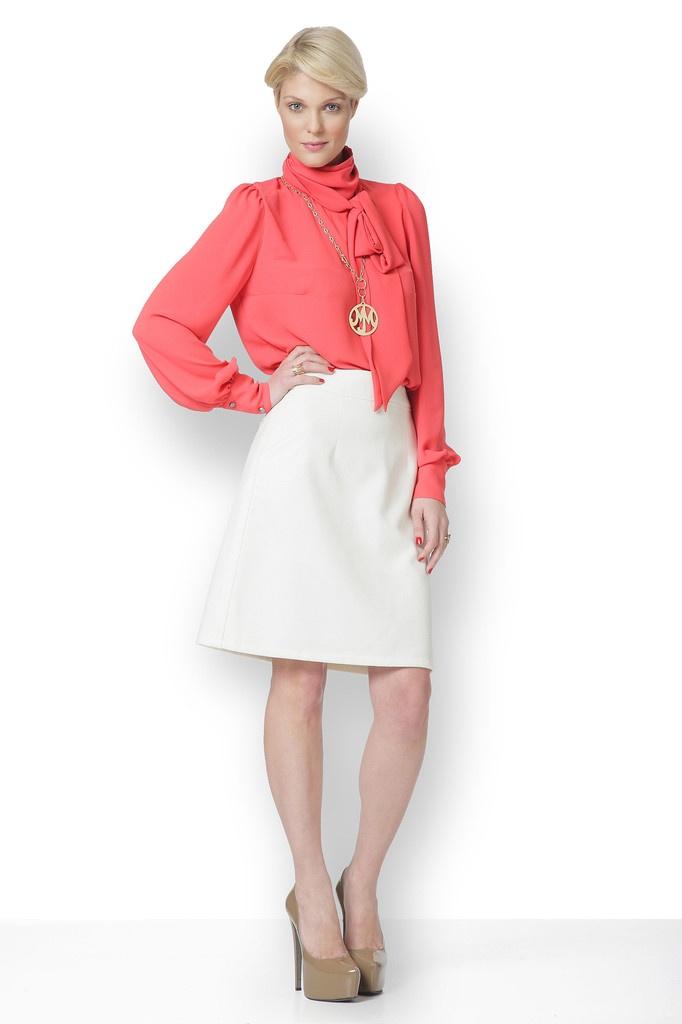 Φοριέται ωραία με παντελόνα ή pencil φούστα και φυσικά με όλα τα αμάνικα φορέματα.