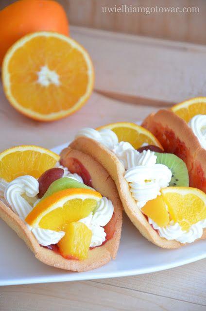 Biskwity z bitą śmietaną i owocami (Omlety z owocami)