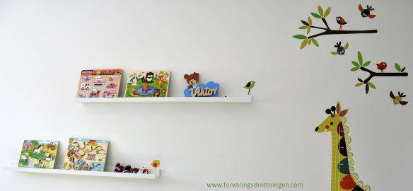 Hylltavlor som leksaksförvaring och prydnad
