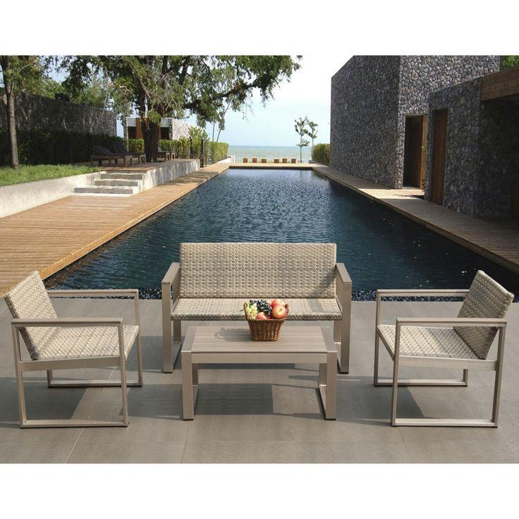 Piscina alargada y muebles de exterior exteriores - Muebles de piscina ...