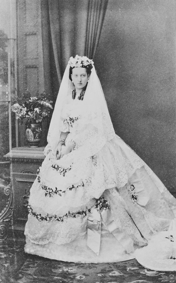 The Princess Of Wales In Her Wedding Dress Photographs From The Album Of Important Occasions