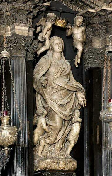 Assunta in marmo su disegno di Martino Bassi, eseguita da Annibale Fontana (1540-1587). Angeli reggicorona di Giulio Cesare Procaccini.  Chiesa di Santa Maria dei Miracoli presso San Celso. MI.