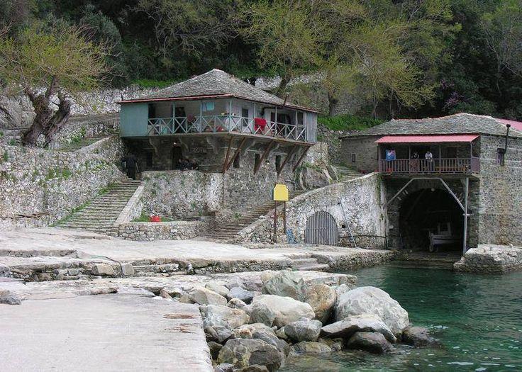 Ο αρσανάς και το ψαρόσπιτο (Μονή Γρηγορίου, Άγιον Όρος) - The arsenal and the fish house (Gregoriou Monastery, Mount Athos)