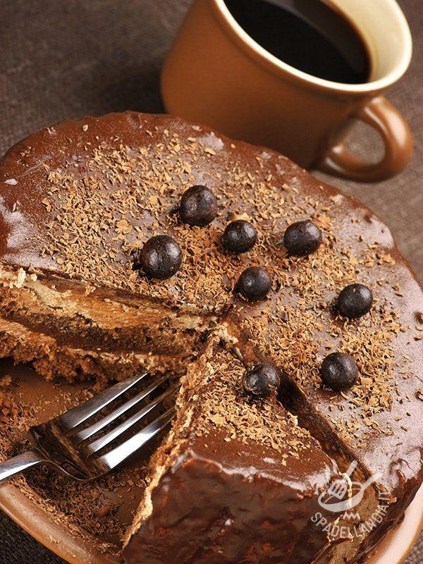 Soft cake filled with coffee - Se siete amanti del caffè, come tutti gli abitanti del Belpaese, non potrete resistere a questa torta che è un inno alla bevanda più amata dagli italiani. #tortasofficecaffè