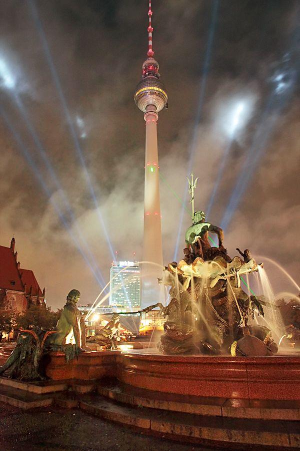 Neptunbrunnen am Alexanderplatz Berlin (Festival of Lights 2009)