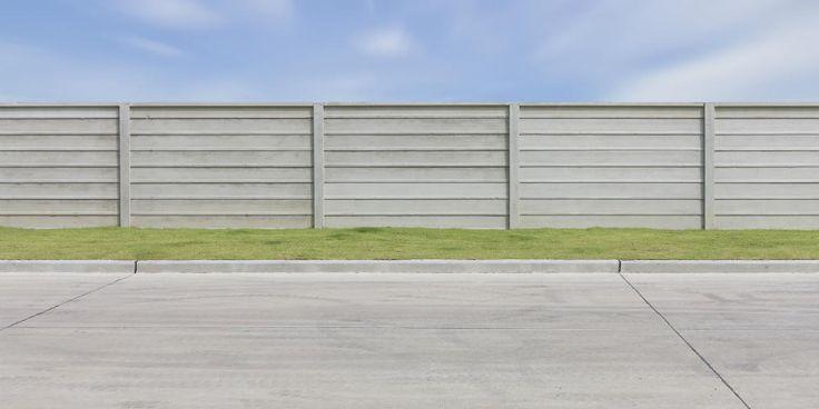Prix et pose d'une clôture béton : http://www.travauxbricolage.fr/travaux-exterieurs/jardin-paysagisme/prix-pose-cloture-beton/