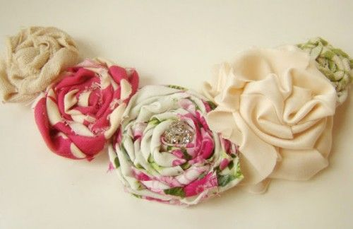 19 Beautiful Fabric Flowers To Make {Tutorials}