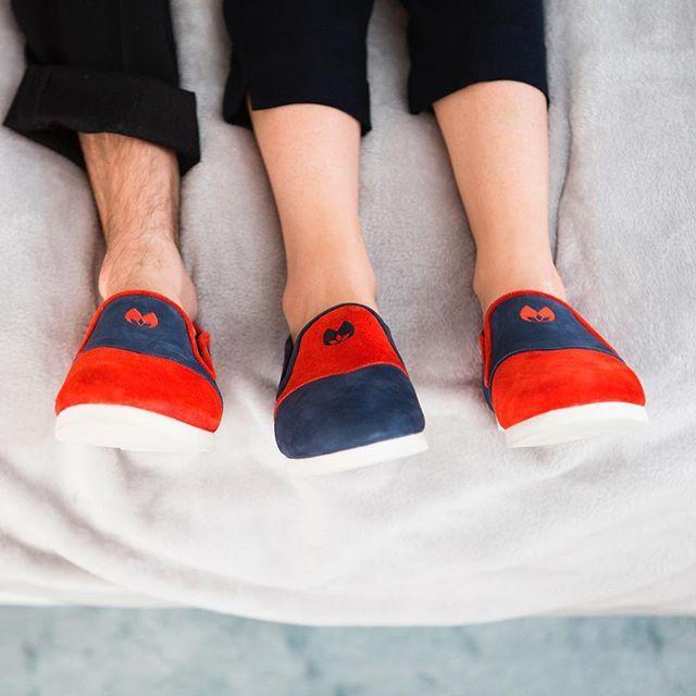 Profitez des derniers instants de votre week-end en bonne compagnie ☺️⠀  #nenufar #unisex #indoorshoes #confort #detente #moment #carmin #indigo