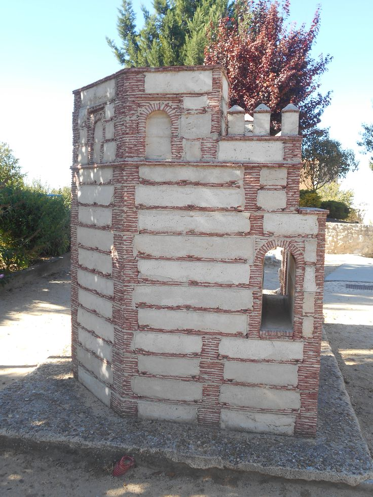 Puerta de Medina de Perfil. Parque Temático del Mudejar.