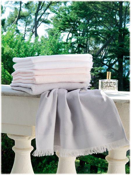 linge de bain Descamps modèle Folies diponible sur www.grandes-marques.fr  #bathrooms #modernbathroom #style #white #modern