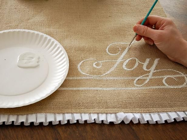 How To Make A Hand Painted Burlap Table Runner Gardens Runners And Stencils