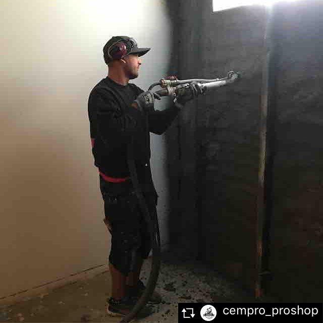 cempro_proshop - Tilläggs isolering i en fuktskadad källare. En konstruktion som är hållbar och oorganisk. EPSCement påförd med sprutning. Flöt på riktigt bra och utfördes av ett riktigt proffs från Björnsteds Måleri #byggare #proffs #hantverkare #sprutaeps #epscement #lättbetong #cempro_proshop