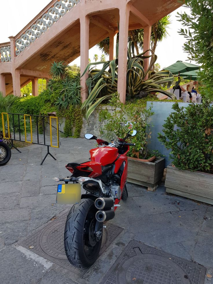 """Degli Avventurosi Clienti di """"Villa Signorini"""" hanno raggiunto la nostra Dimora Storica Settecentesca in... Moto!!!"""
