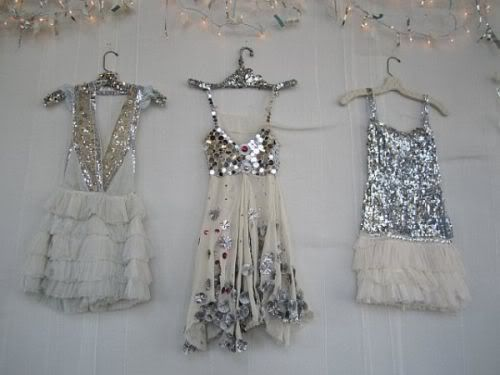 Declare the party a sparkle-themed one, and deck yourselves from head to toe with glittery things. With sequined party dresses, shiny jewelry, and fancy high heels, your group will definitely make a sparkly statement while out on the town.
